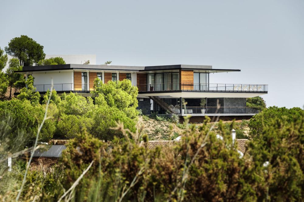 The villa is oriented to S-W which gives it views over the mountain range and the sea
