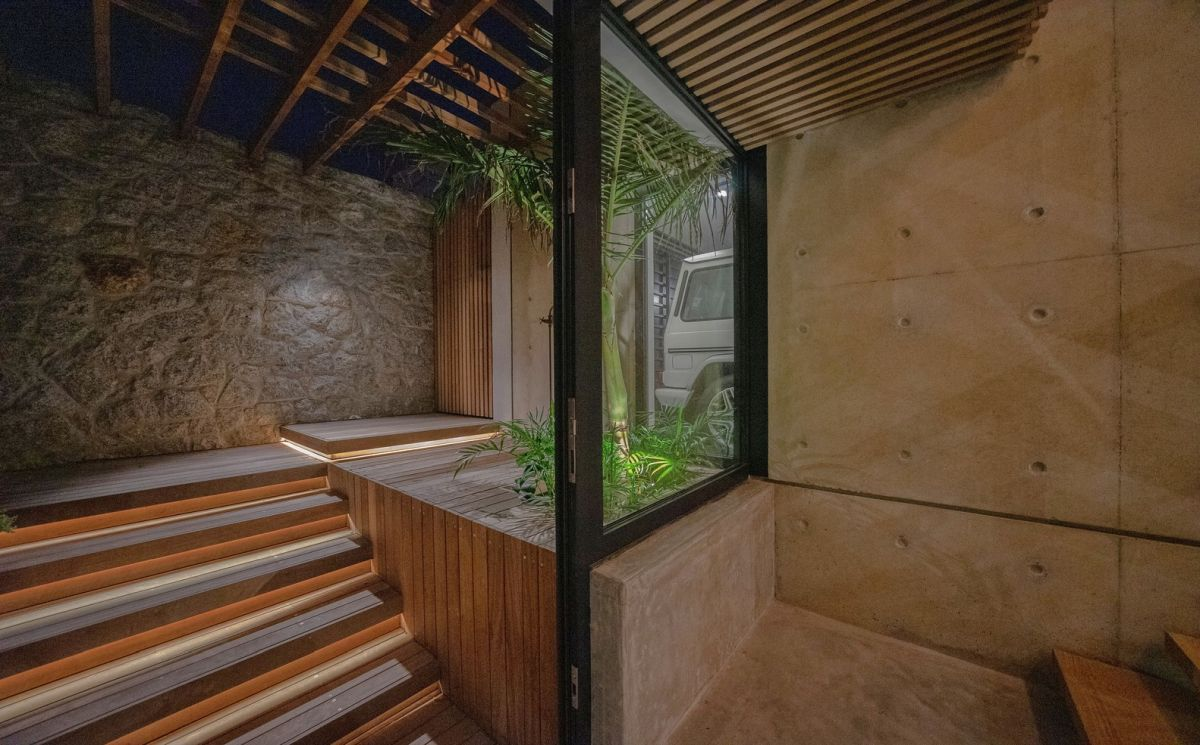 Greenery is introduced inside the house through these mini courtyard sections