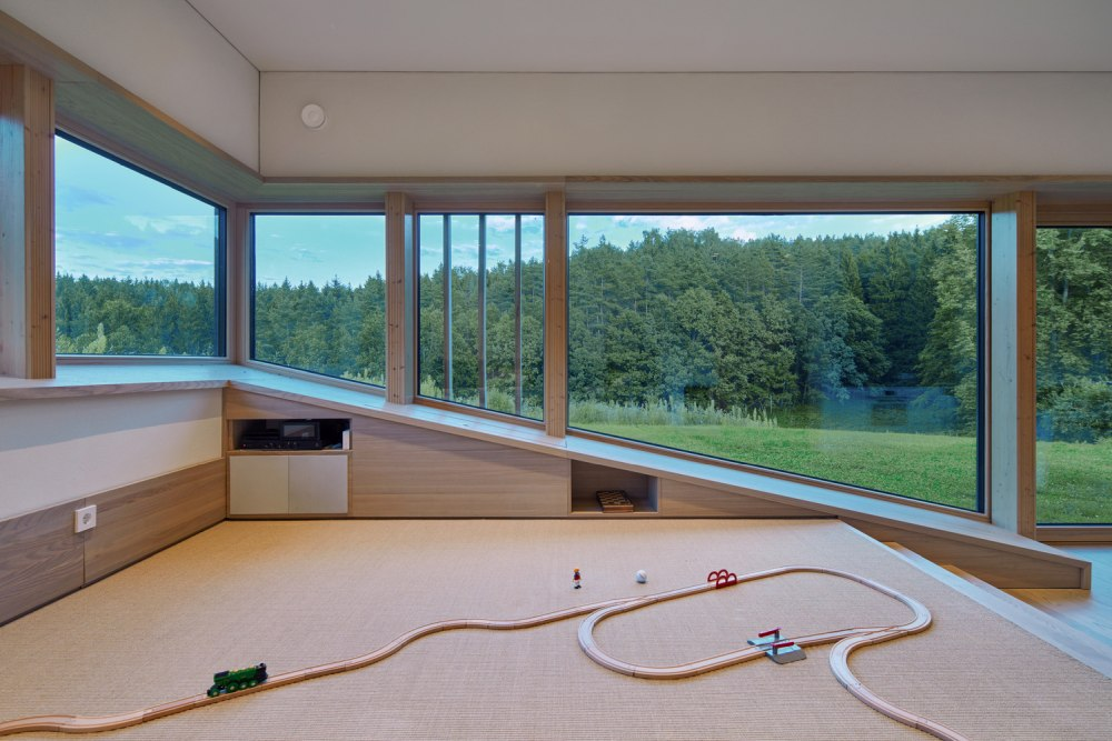 Large windows were designed to frame the beautiful panorama and to give the interior a modern vibe