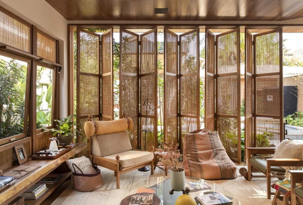 Adding Wood For More Warmth - Cacau Ribeiro Interiores