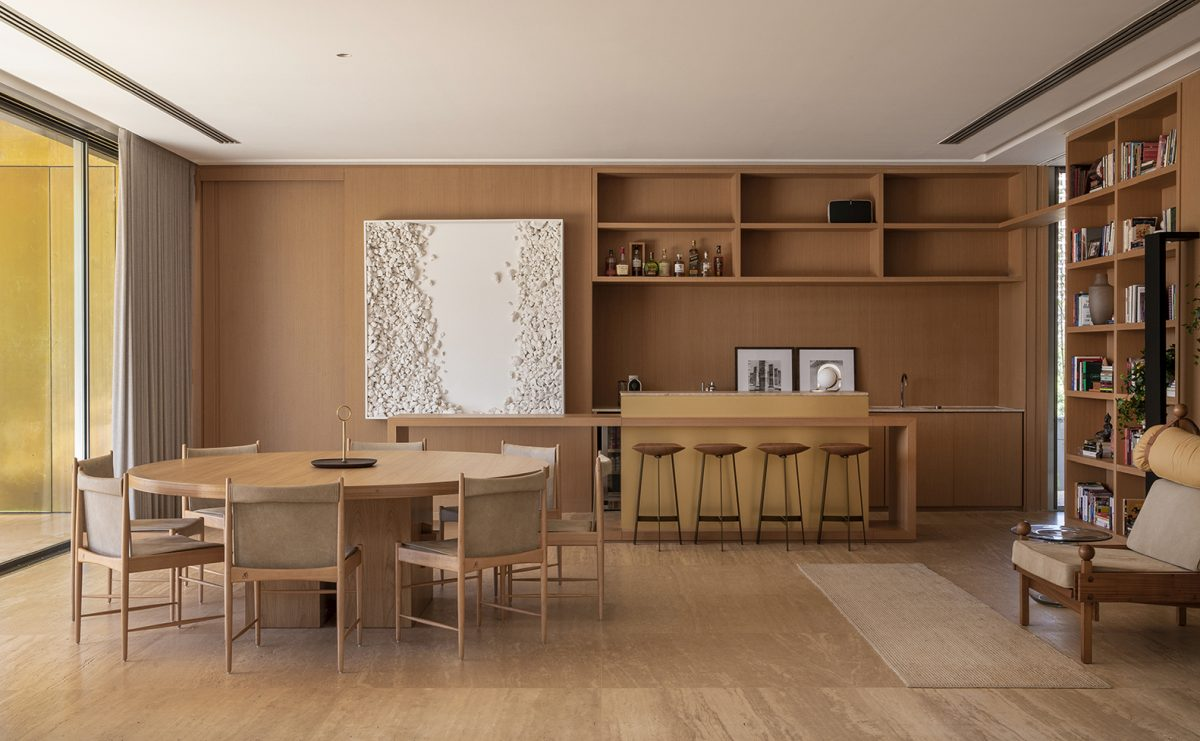 Both the exterior and interior design are simple and contemporary and make use of warm and neutral colors