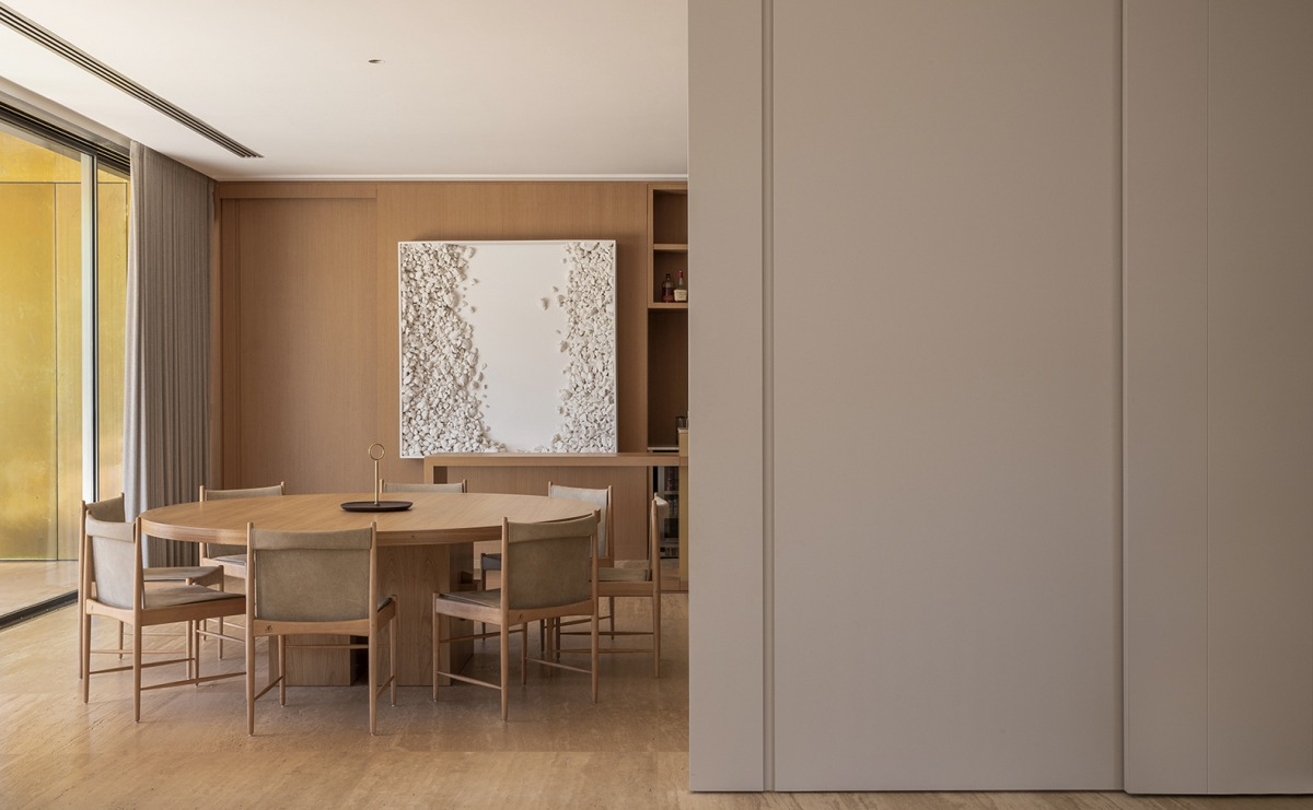 The dining area features a big round table for a more welcoming and intimate experience