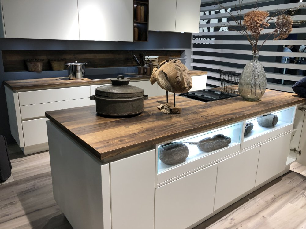 Modern kitchen with island and big layout