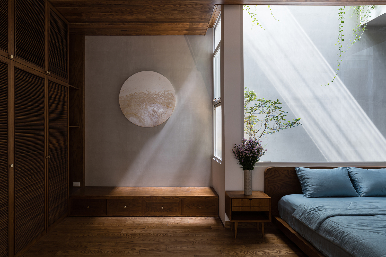 The bedrooms have a very zen and organic design, with lots of wood and pleasant lighting throughout