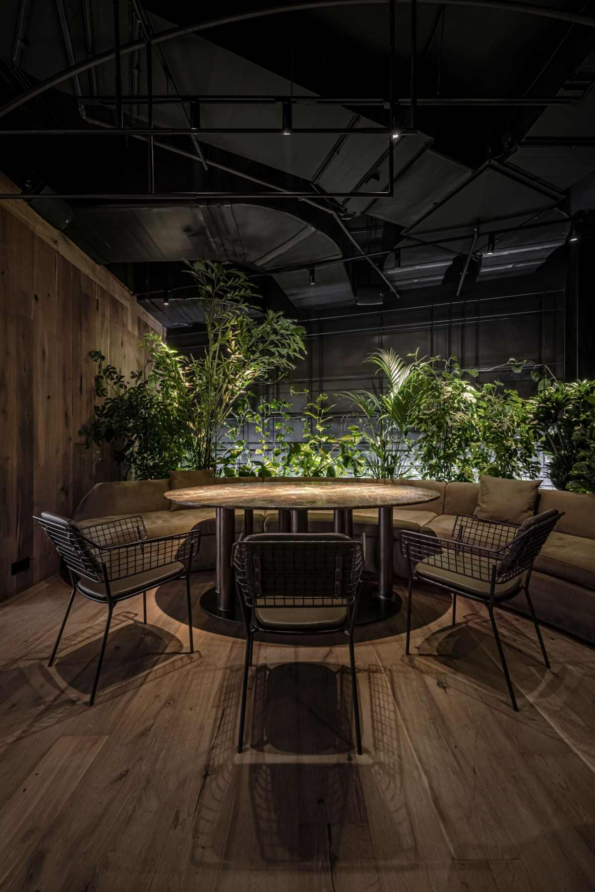 The Par Bar 3 Restaurant Brings Greenery Back To The Concrete Jungle In Kyiv