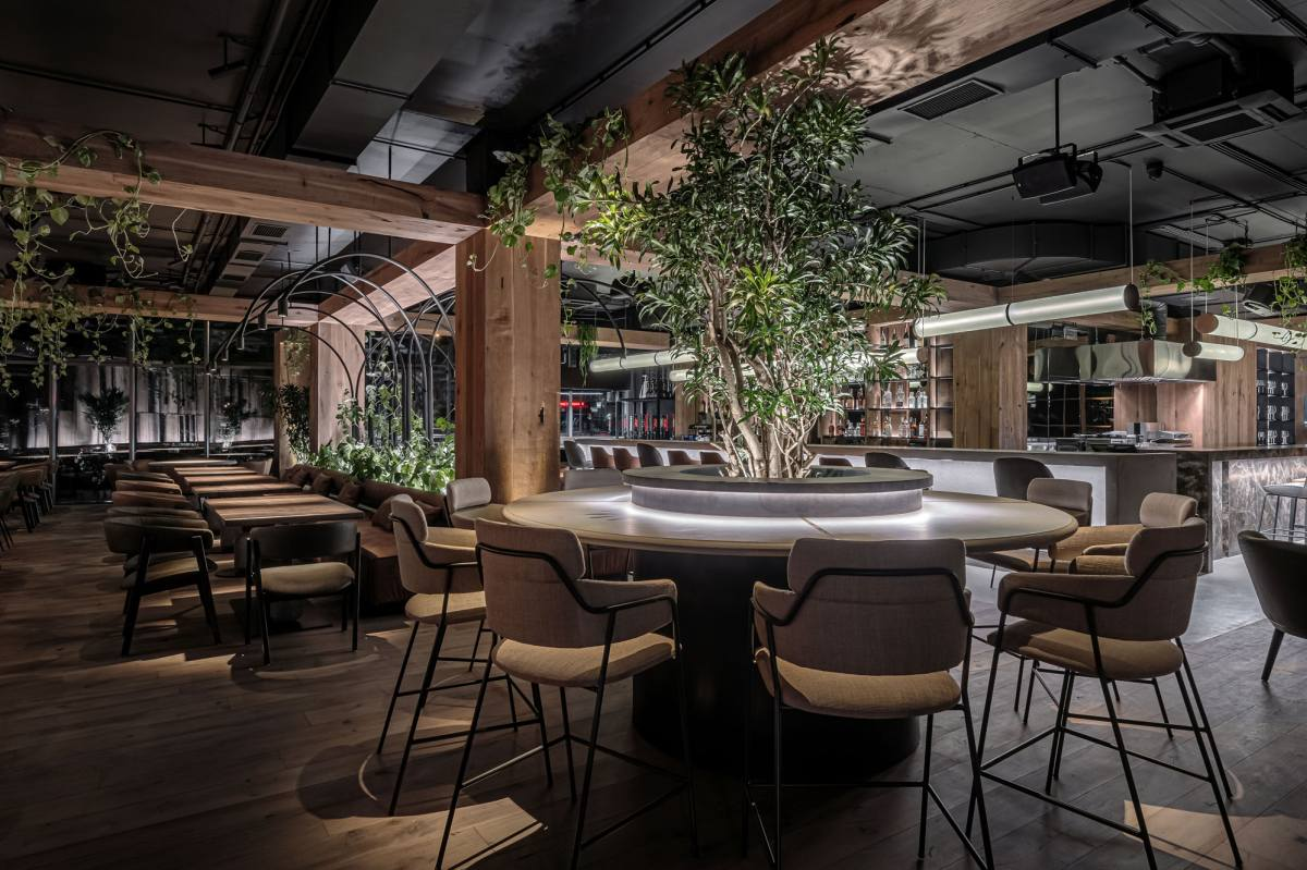 The Par Bar restaurant has a very welcoming interior with a warm and inviting ambiance