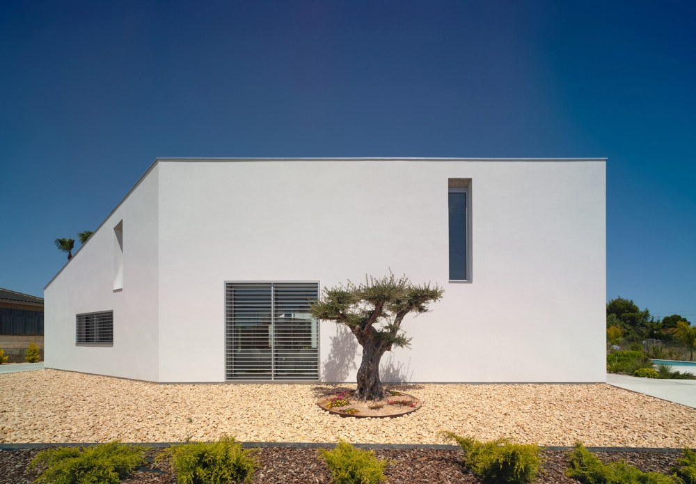 From the street the house appears very simple and has a mysterious look