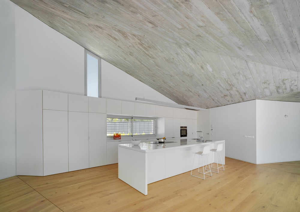 In the kitchen the white cabinetry blend perfectly with the white wall behind it