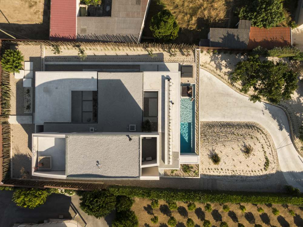 The geometry of the house is simple and that really suits its modern aesthetic