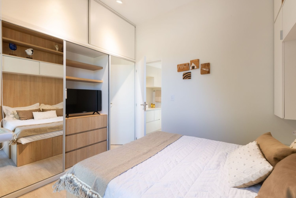 Large mirrors also help to emphasize the impression of spaciousness, particularly in the bedroom