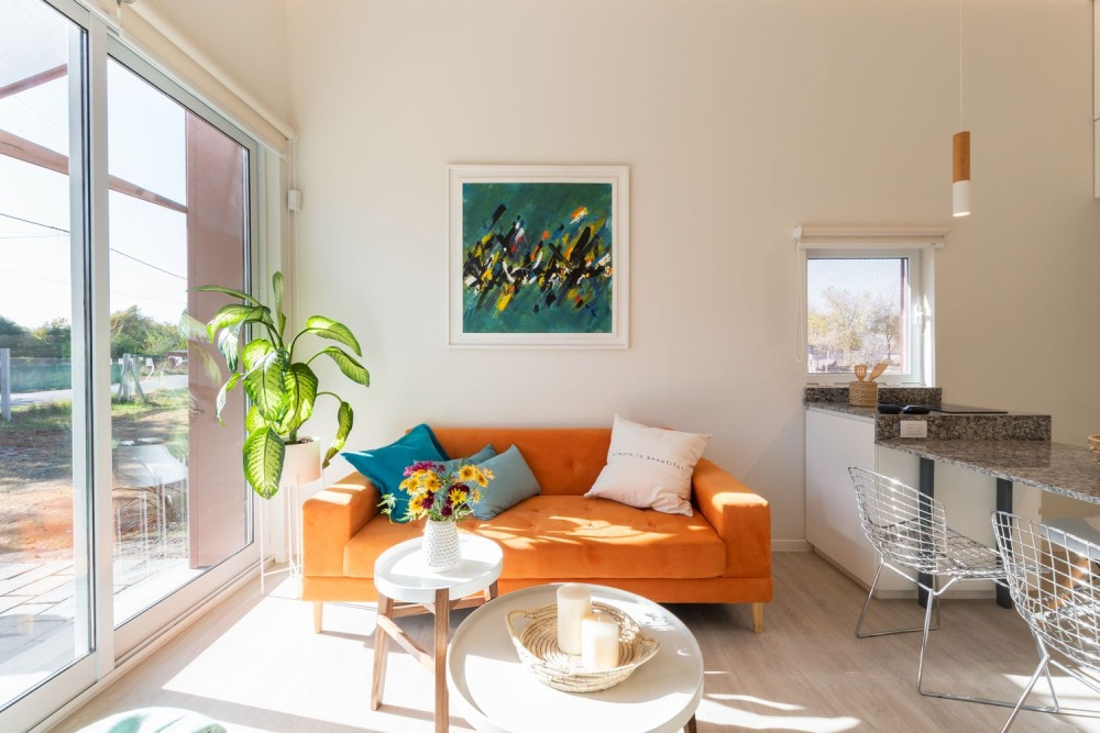 The occasional accent color adds a cheerful vibe to the interior and gives character to the house