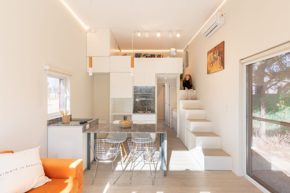 The rest of the functions are clustered on the ground floor in an open floor plan