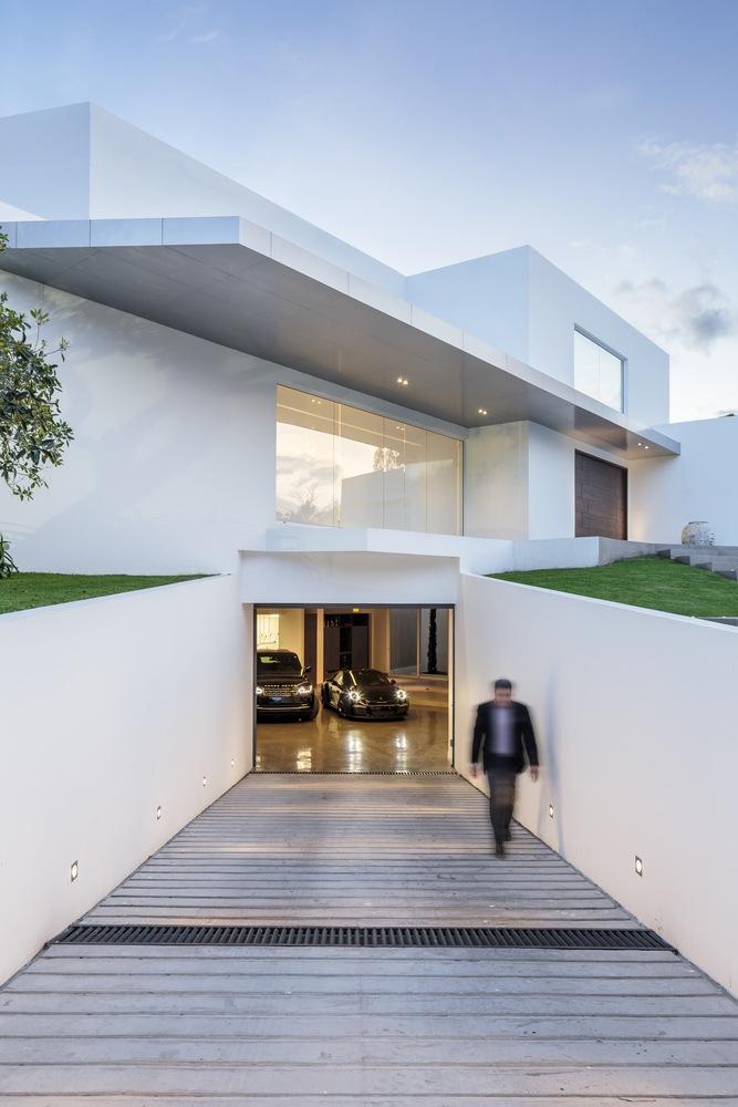 5 Amazing Houses With Underground Car Garage