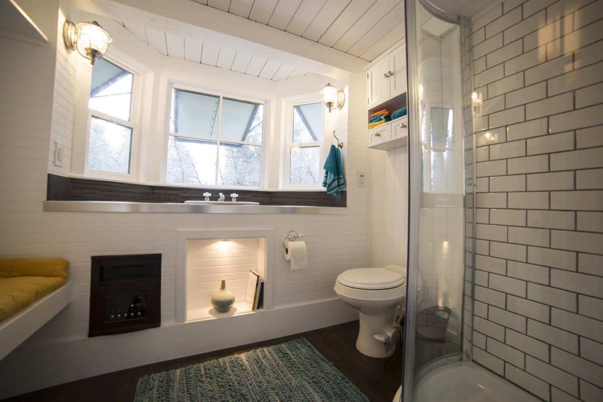The bathroom is really nice thanks to the window which adds space for a vanity and more storage