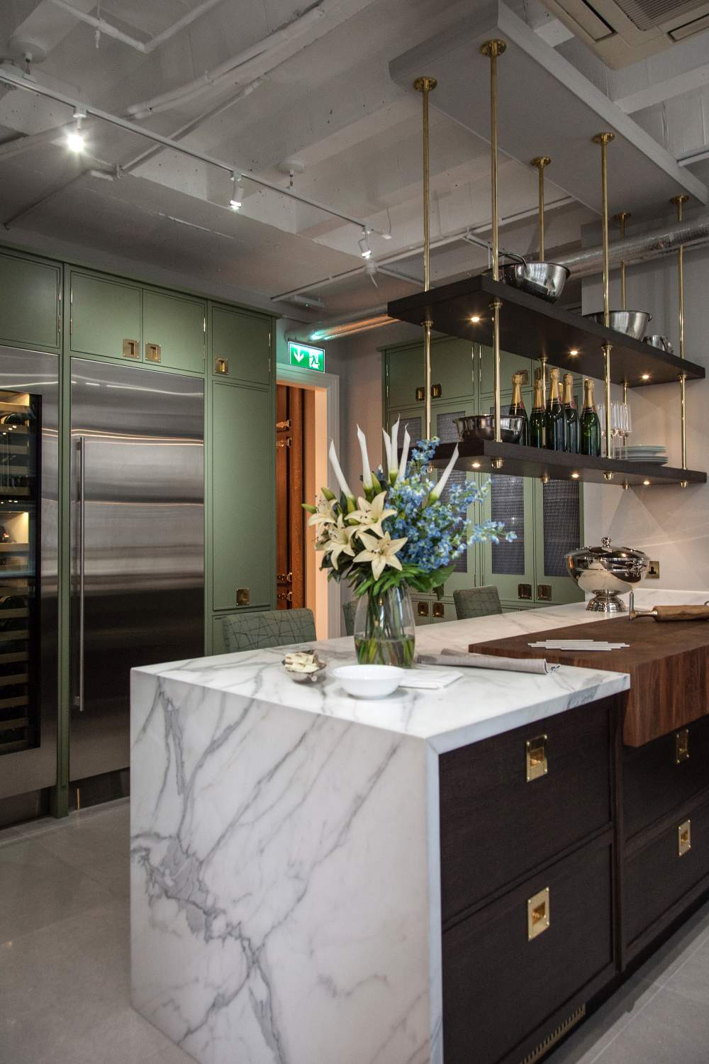 Waterfall kitchen countertop marble material