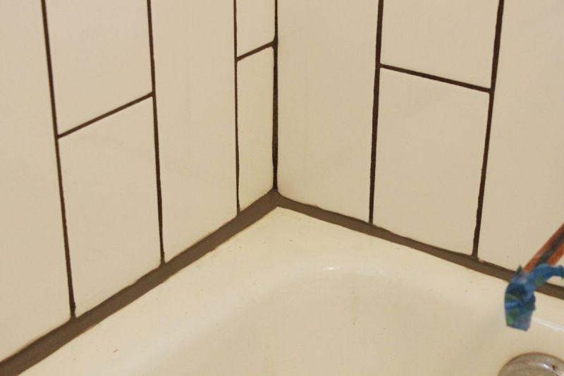 bathroom caulk tub edge how to