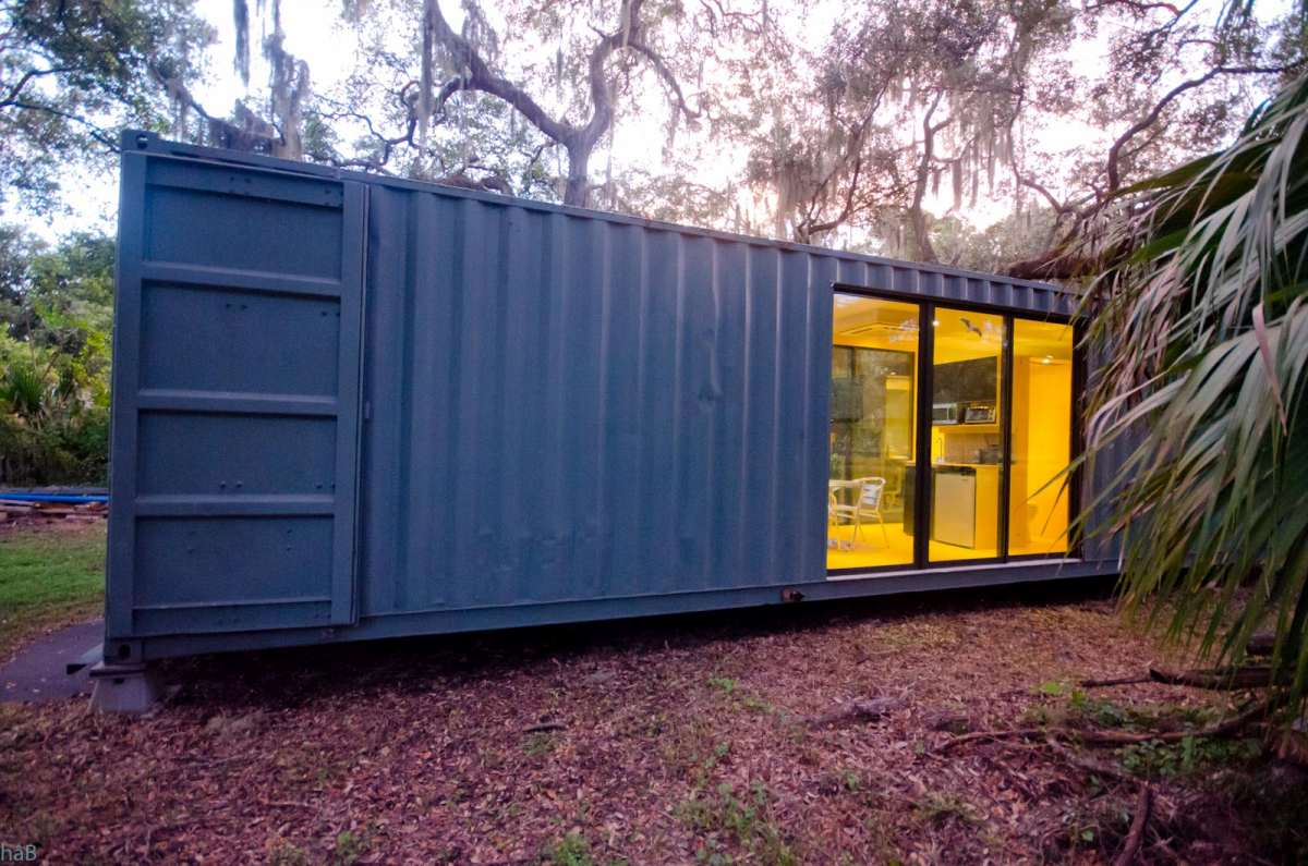 The overall style chosen for this tiny house is modern with strong industrial influences