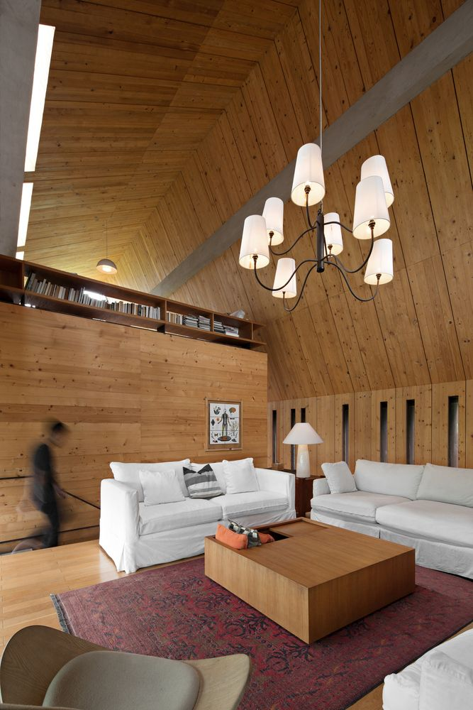 The tall ceiling makes the upstairs look quite grand and airy, especially with the partial walls