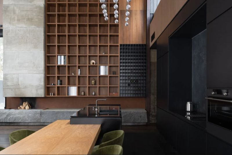 The interior design is based on dark accent colors which gives it a masculine look