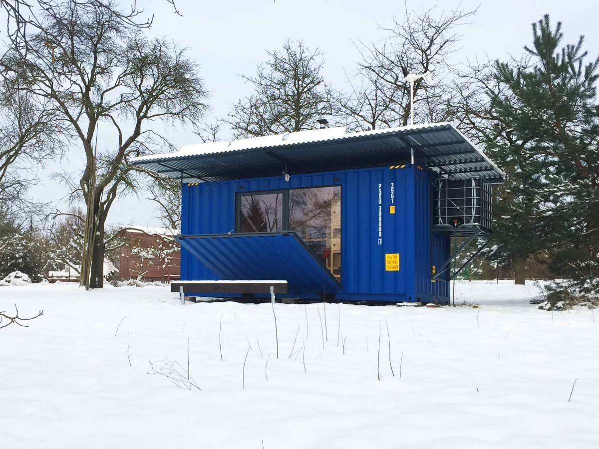 The insulated interior allows the house to be comfortable all year round and to adapt to a variety of climates