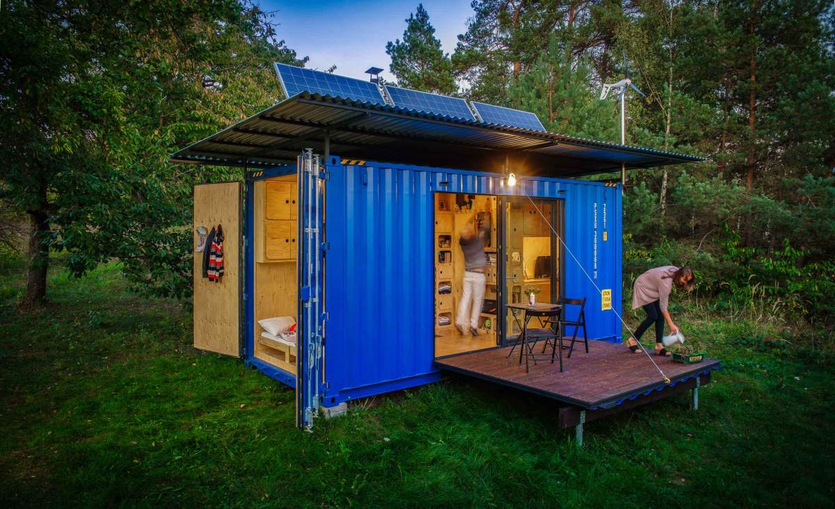 A series of solar panels on the roof provide the energy for the appliances and everything else
