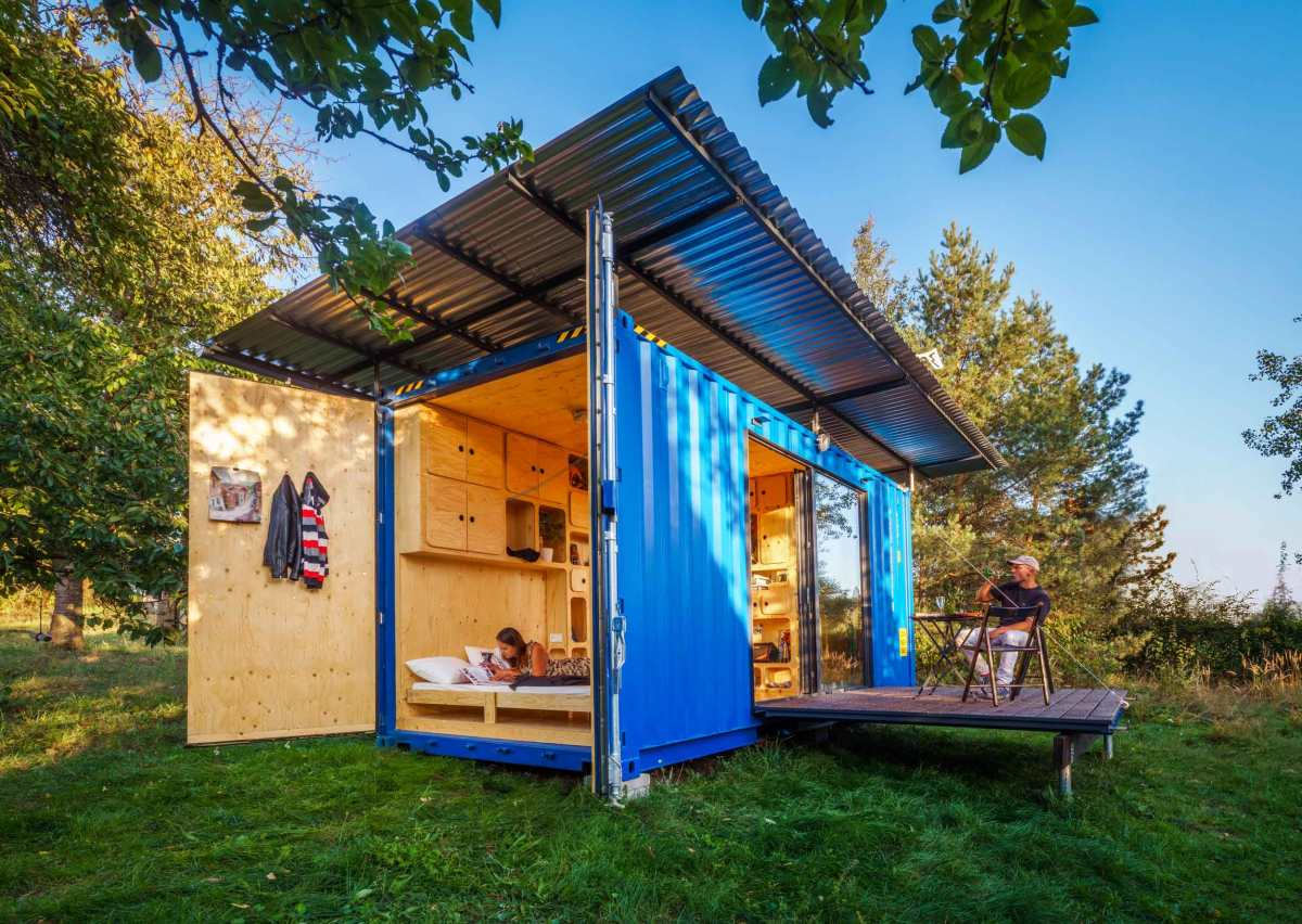 Its small size and sustainable nature allow this house to make very limited impact on the environment and the space around it