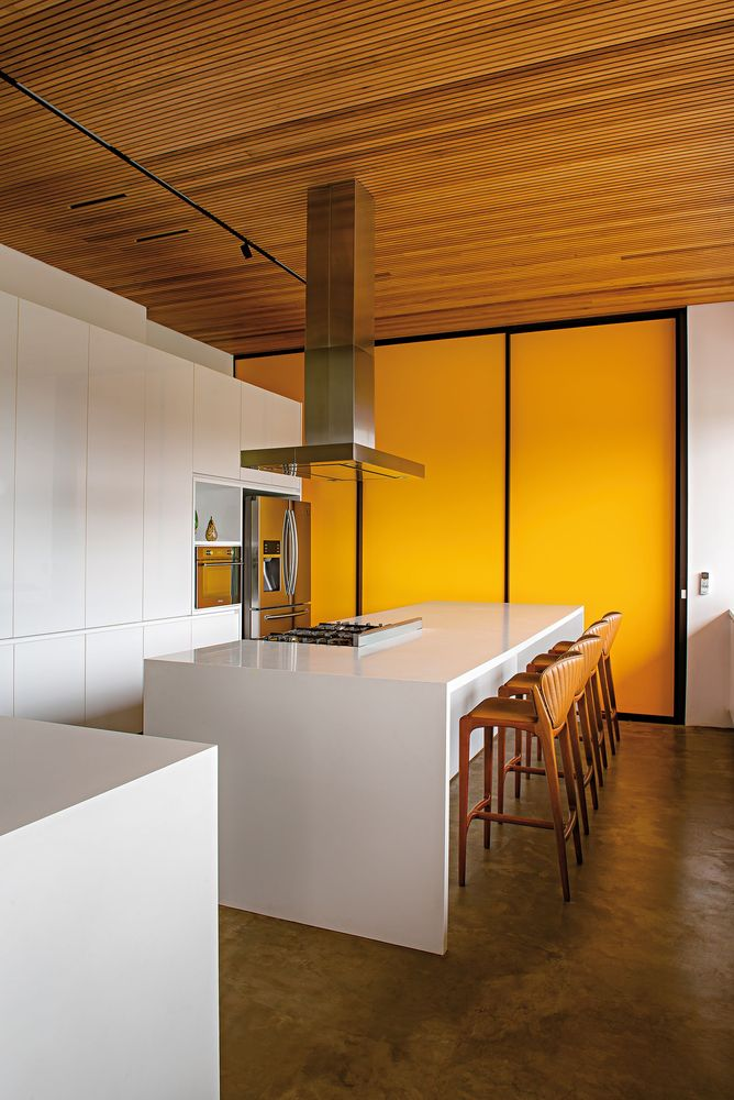 The choice of colors and materials is simple but also bold