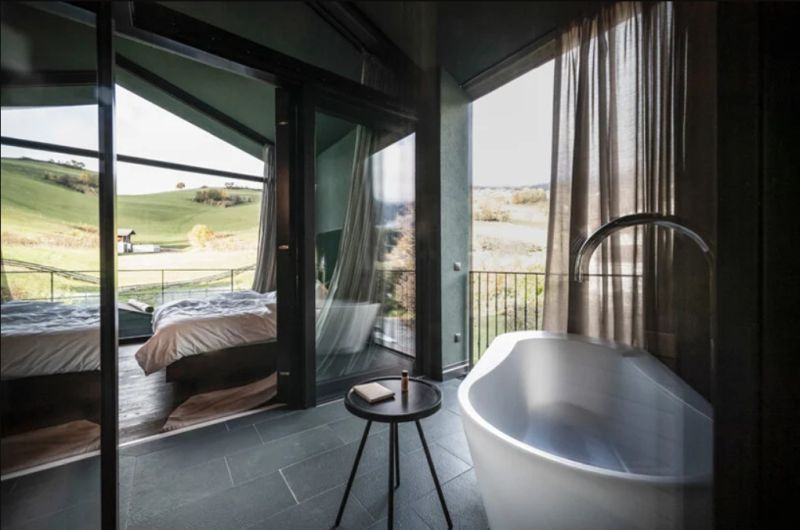 The glazed facades frame the wonderful views of the surrounding landscape and make them a part of the decor