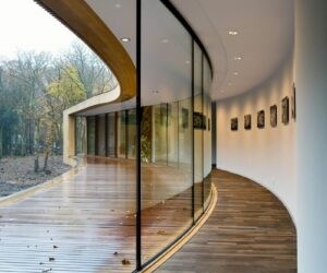 Magnificent Designs That Proudly Embrace Glass Walls Inside And Out