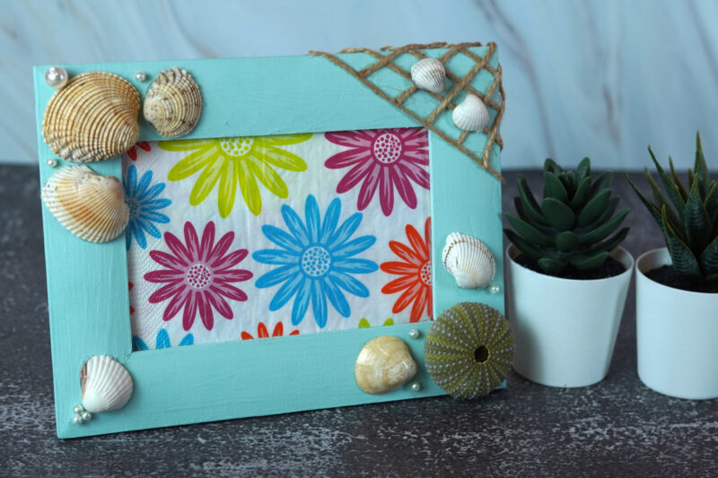 How To Craft a Seashell Picture Frame With Summer Vibes