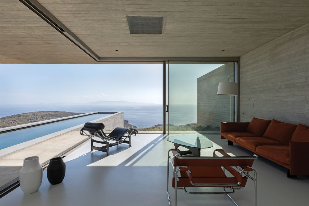 The lap pool extends towards the horizon and becomes a sort of attachment for the living area