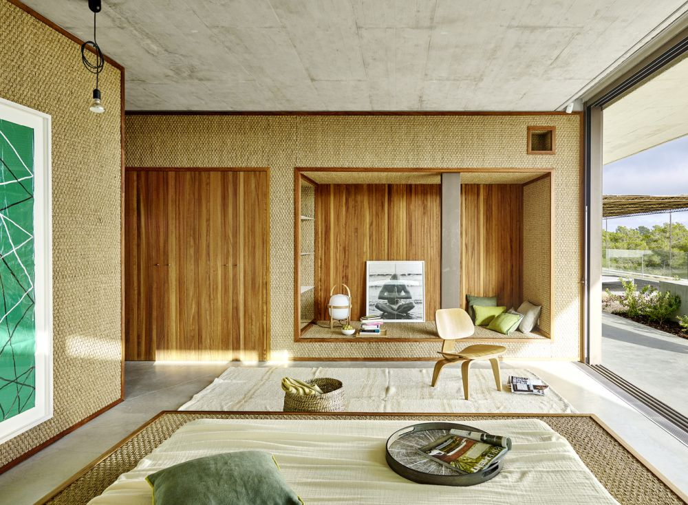The materials, finishes and textures used throughout the interior give the house a very welcoming and organic look and feel