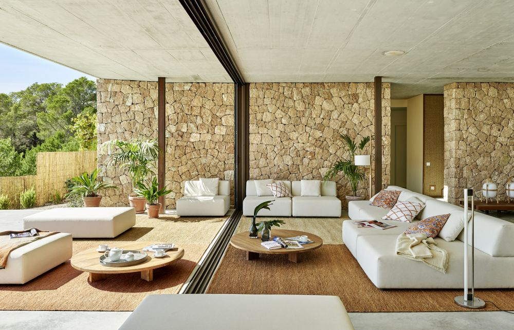 Here you can see how smooth and seamless the indoor-outdoor transition can be