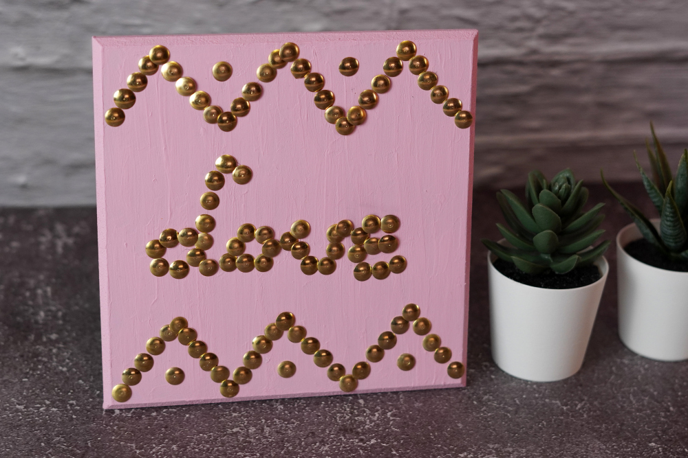 DIY Wall Art Using Thumbtacks
