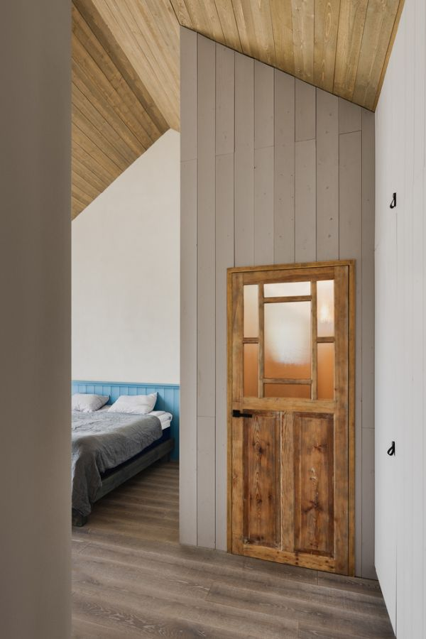The gabled roof design allows the interior spaces to have a tall ceiling and to feel bigger
