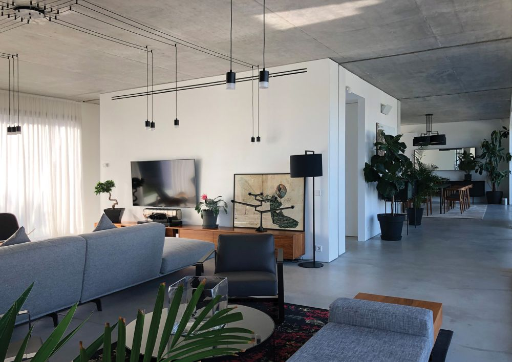 The entire house is built out of concrete, this also being the main material featured inside