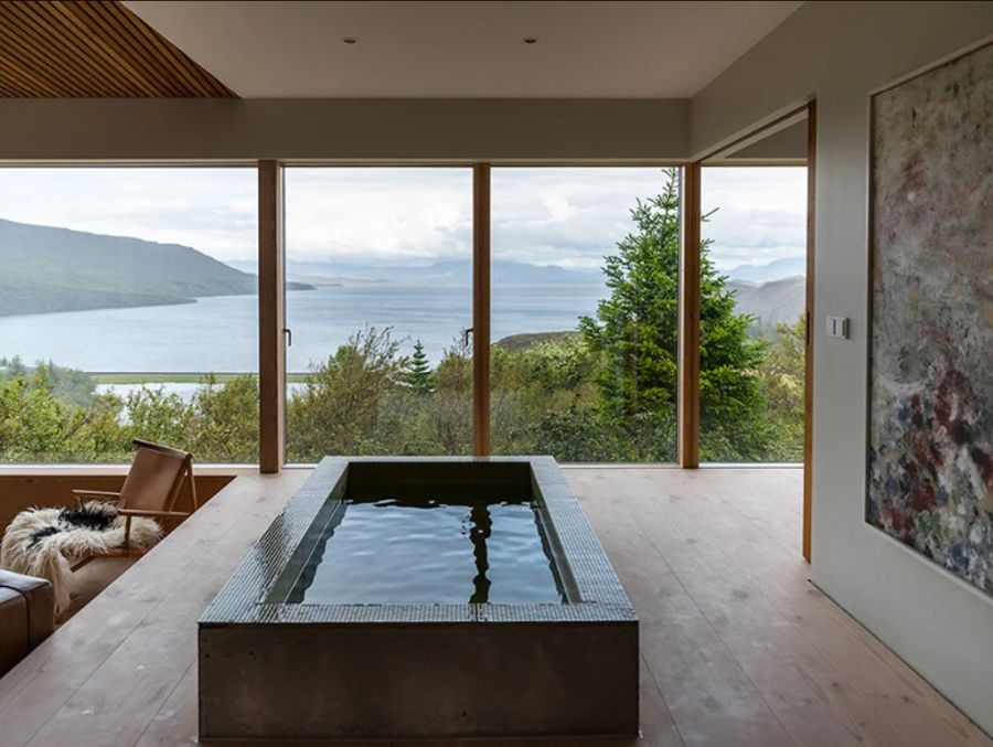 The interior of the house was designed to be very relaxing and to take full advantage of the magnificent views