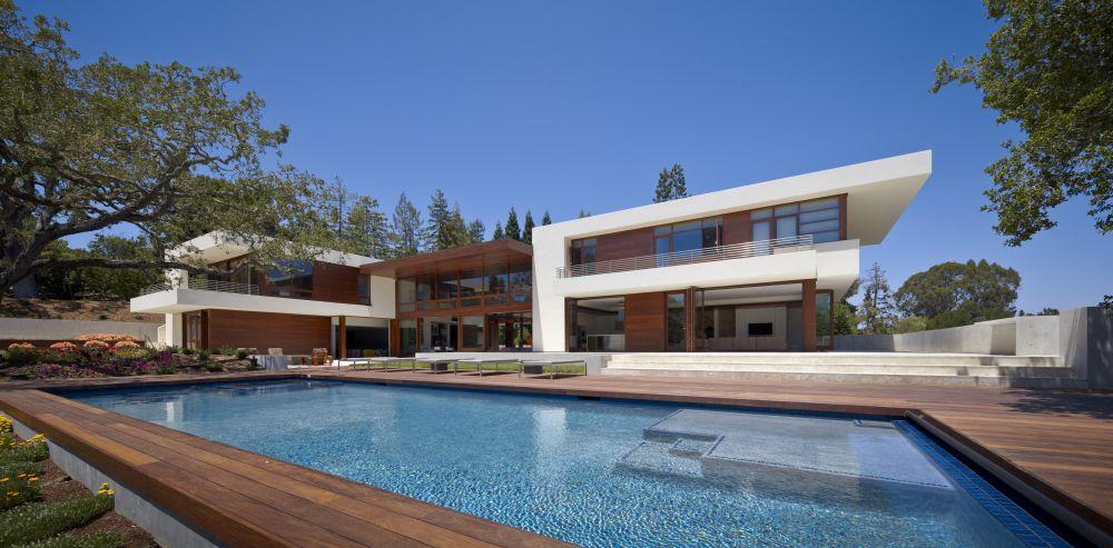 A big pool as a centerpiece