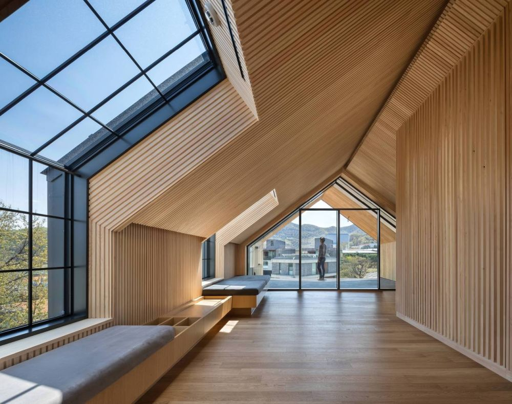 The top floor is a private space for meditating, enjoying the beautiful views and looking at the sky