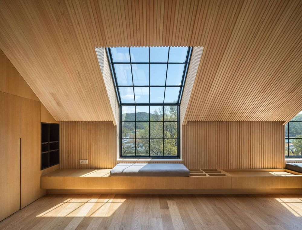 The windows up at the top merge into skylights creating these beautiful spots bathed in natural sunlight