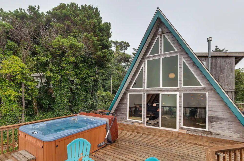 Salacia Chalet, Ocean Front A-Frame w/hot tub.