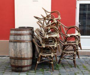 小后院地区?使用可堆叠的庭院椅子拯救您的空间