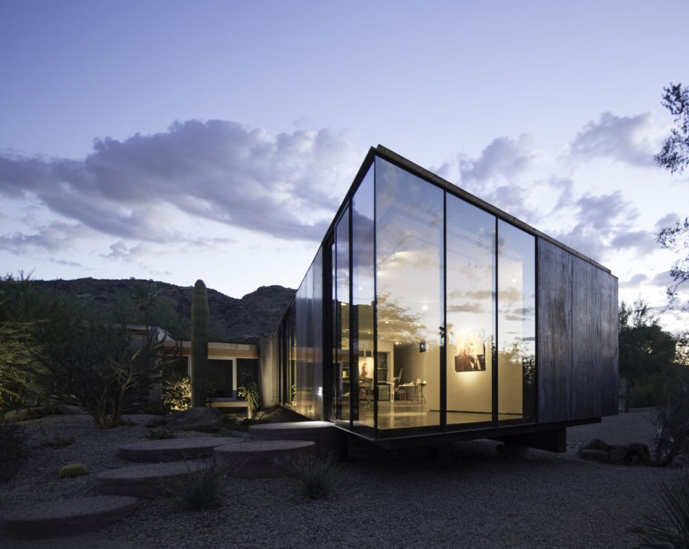 The studio enjoys nice views of the existing courtyard as well as the Camelback Mountain