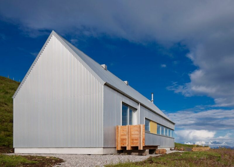 Beautiful Houses That Give Metal Siding A Fair Chance To Look Spectacular