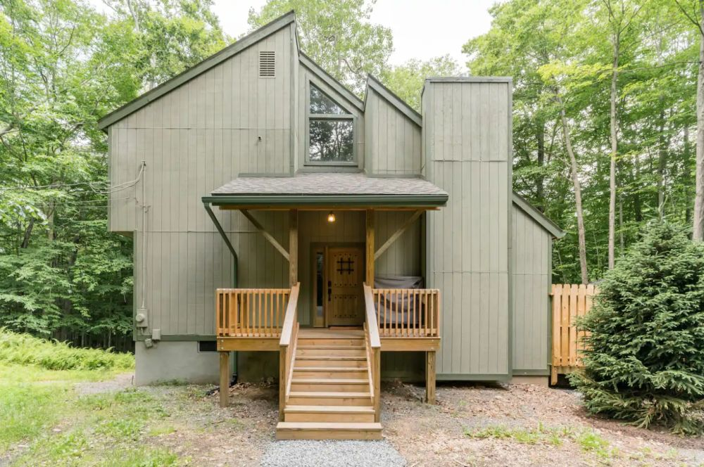 Woods End Cabin With Roomy Private Deck by Pocono Lake