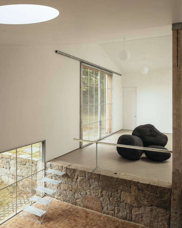 The interior walls are intentionally left very simple in order to allow the focus to be on the artwork
