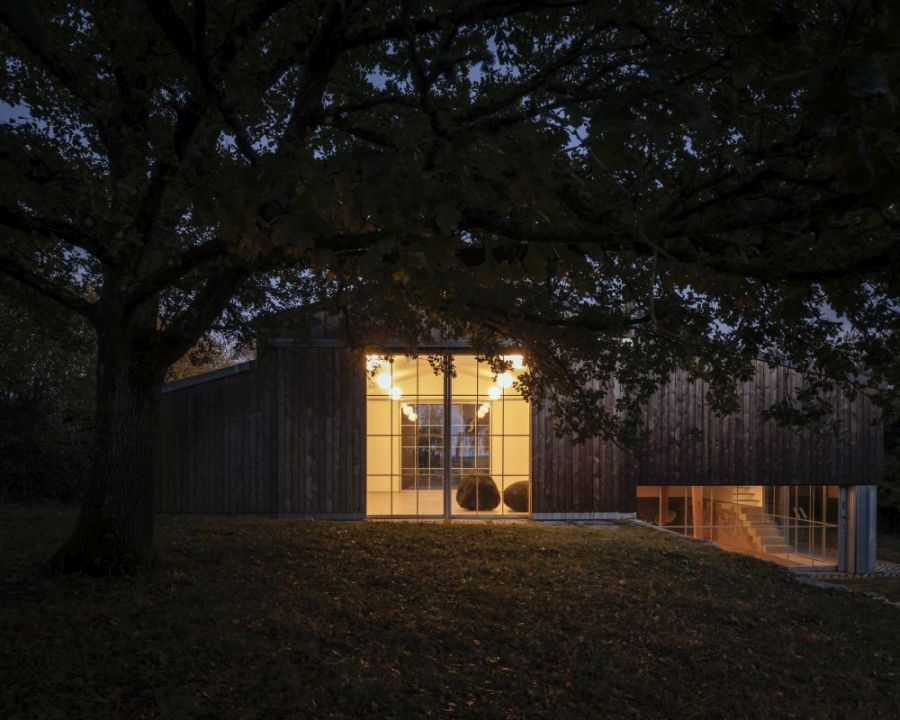 Although it's very simple, the art barn fits well within the modern vernacular of the area