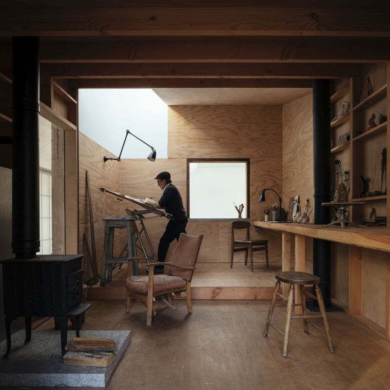 The design chosen for the studio is very simple, pure and genuine