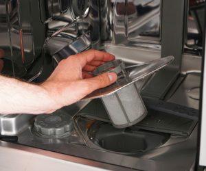 通过学习如何清洁洗碗机过滤器来保持菜肴闪闪发光
