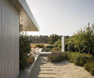 Small House in Portugal Makes The Most Of A Square-Shaped Plot